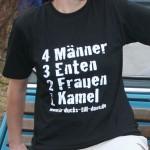 4 Männer - 3 Enten - 2 Frauen - 1 Kamel