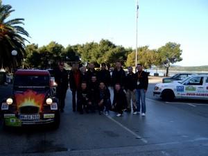 Gruppenfoto in Slano mit dem Team Roud Léiwen